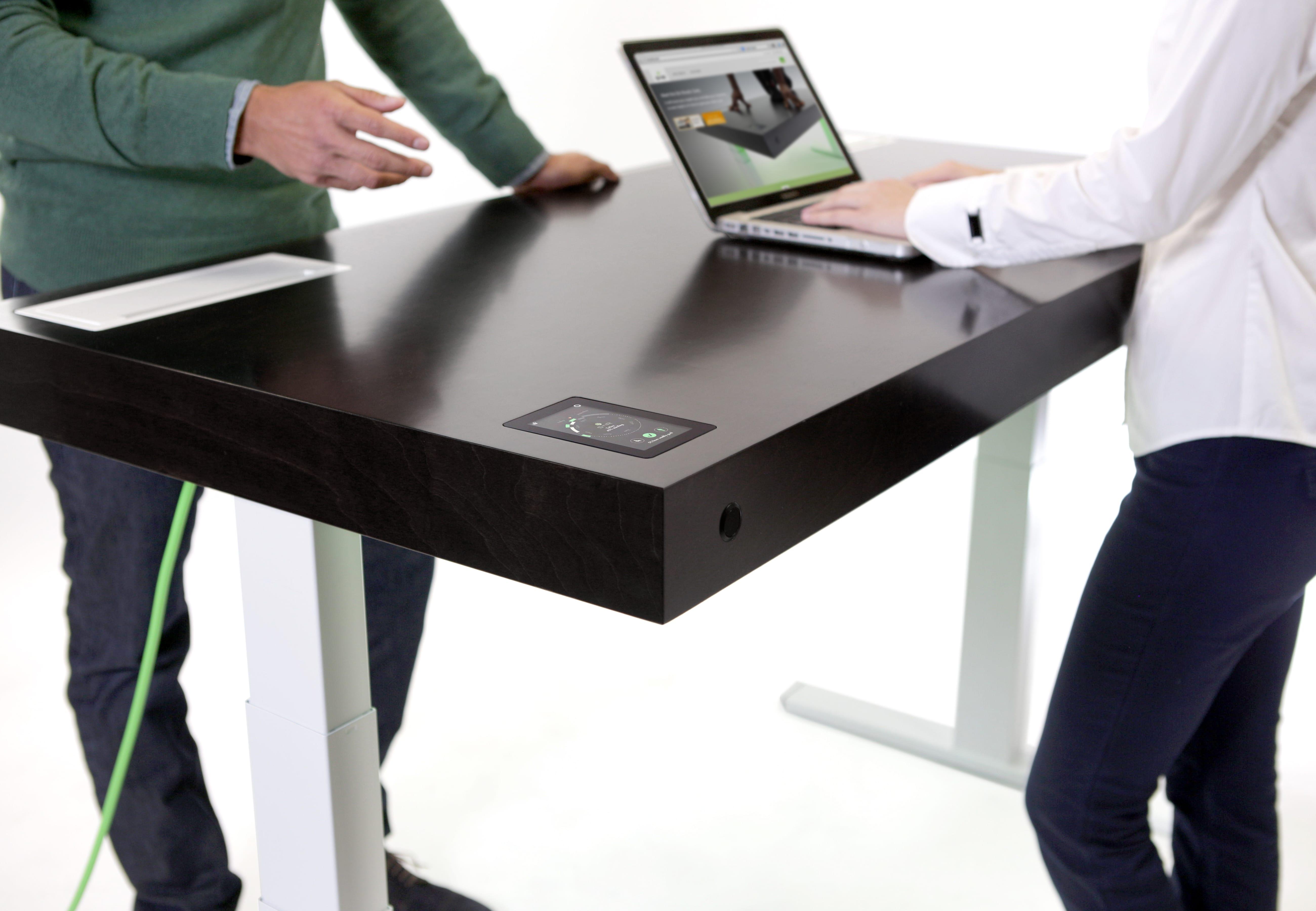 Nu te koop smart bureau helpt je bij het afwisselen tussen staand
