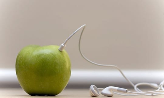 Apple-patented-smart-earphones