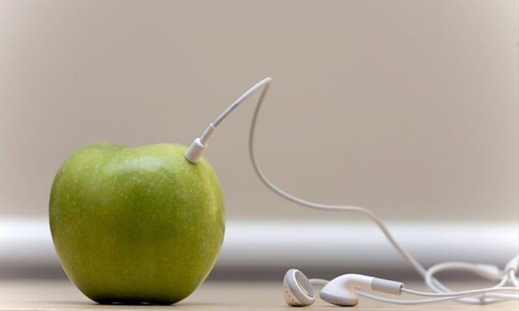 Apple-patented-smart-earphones