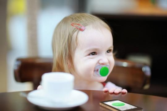 Baby Slaapkamer Temperatuur : Smartware Slimme fopspeen Pacif-i meet ...