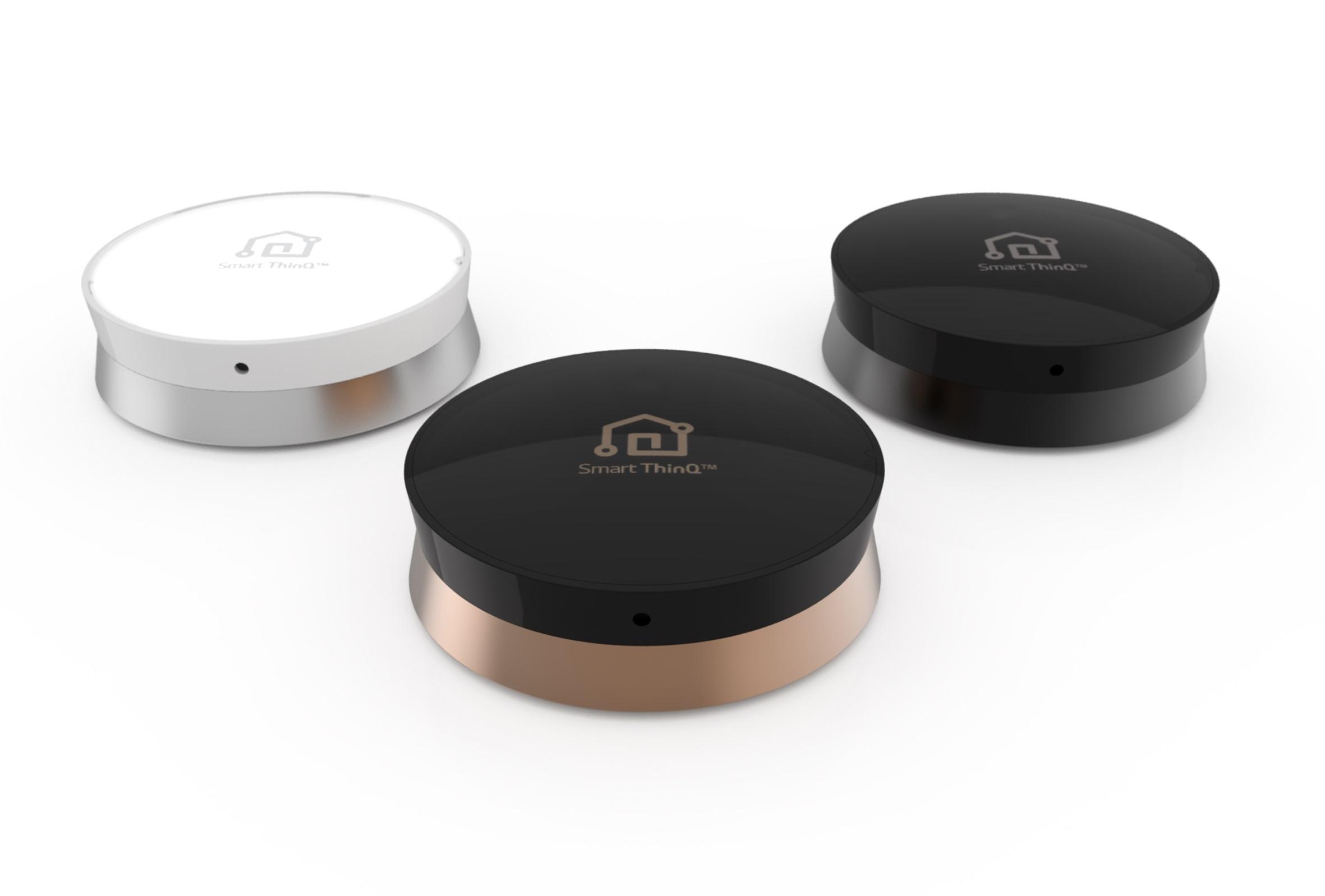 De LG SmartThinQ sensor kun je op verschillende apparaten plaatsen om ze slim te maken.