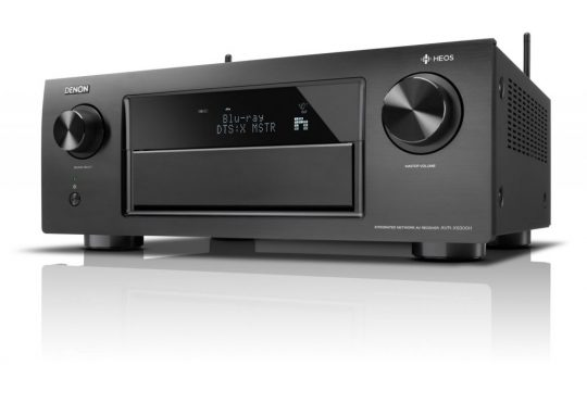 De Denon home-cinema met HEOS-integratie zorgt voor een mooi geluid doorheen heel het huis.