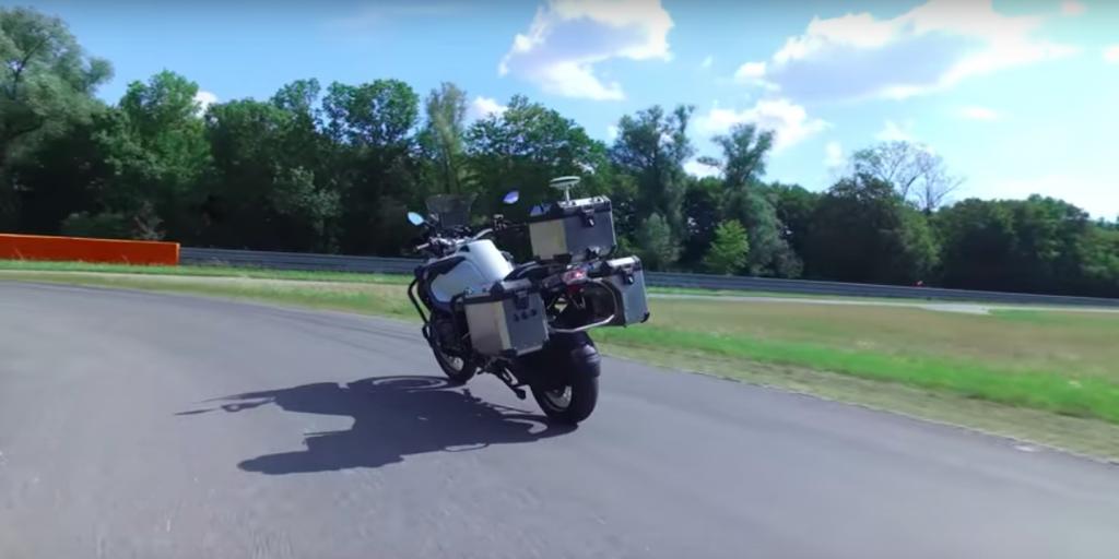 BMW zelfrijdende motor